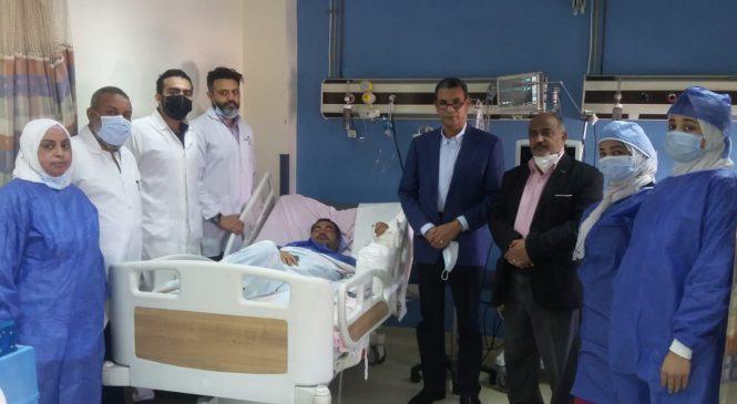 المستشفى الجامعي بأسوان : يقوم بإجراء عملية جراحية بإعادة زراعة يد مفصولة بعد بترها نهائيا